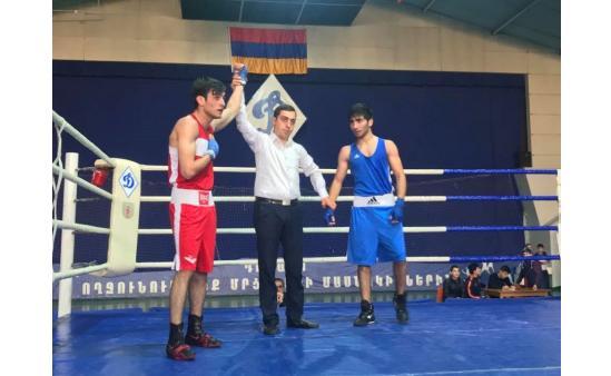 Азербайджанец профессианальный боксер