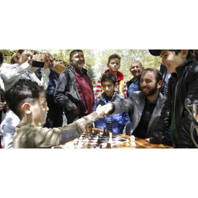 В последнее время в отношениях между властями Армении и федерацией шахмат наметилось некоторое 'потепление'
