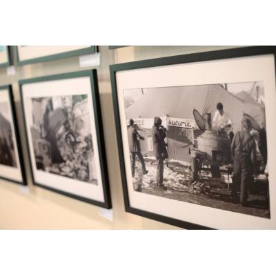 В Культурном центре 'Текеян' вновь открылась фотовыставка 'Спитак. Пять минут тишины'