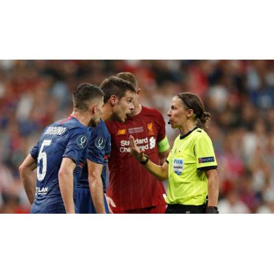 Футбольному арбитру Стефани Фраппар доверили провести финал Суперкубка УЕФА 'Ливерпуль' - 'Челси'