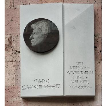 Церемония открытия мемориальной доски в честь именитого армянского писателя Перча Зейтунцяна прошла скромно, но  трогательно и тепло