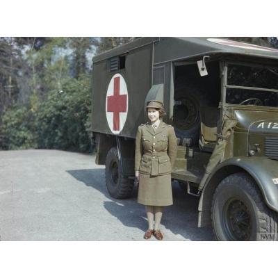 Во время Второй мировой войны она служила в армии