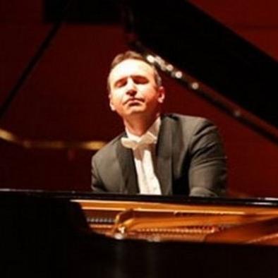 Пианист из Македонии Симон Трпчески